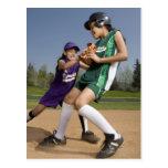 Juego de softball de la liga pequeña postal