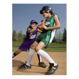 Juego de softball de la liga pequeña postales