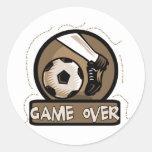 Juego del retroceso del fútbol sobre las camisetas etiquetas redondas