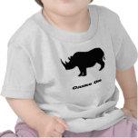 Juego del rinoceronte en negro camisetas