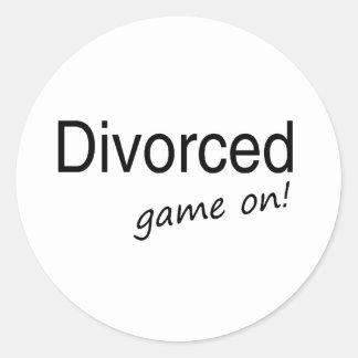Juego divorciado encendido pegatina redonda