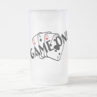 Juego en (as) taza de cristal