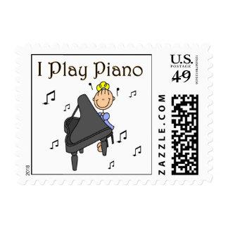Juego las camisetas y los regalos del piano timbre postal