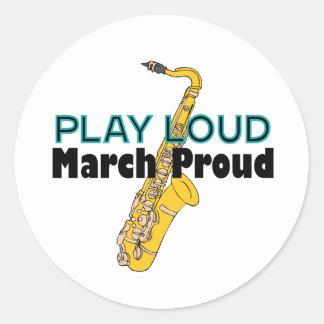 Juego marzo ruidoso orgulloso etiqueta redonda