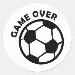 juego sobre balón de fútbol etiquetas