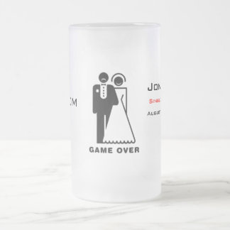 Juego sobre la taza helada - novio triste