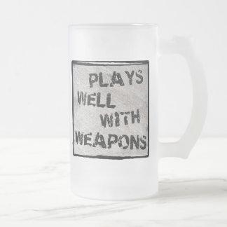 Juegos bien con las armas taza cristal mate