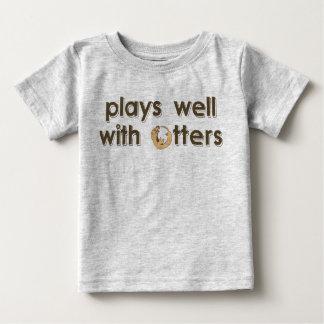 Juegos bien con las nutrias playera de bebé