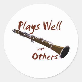 Juegos bien con otros Clarinet Pegatina Redonda