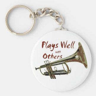 Juegos bien con otros trompeta llaveros personalizados