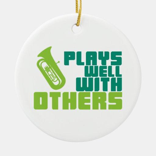 Juegos bien con otros - tuba ornamentos de reyes magos
