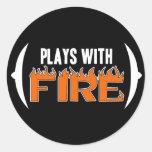 Juegos con el fuego pegatina redonda