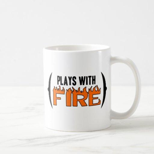 Juegos con el fuego taza de café