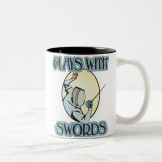 Juegos con las espadas tazas de café