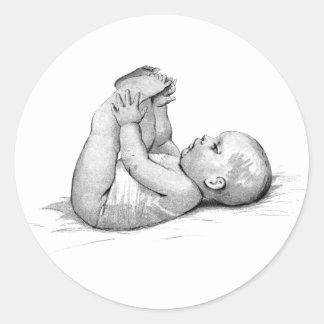 Juegos del bebé con bebé más dulce de los pies el pegatina redonda