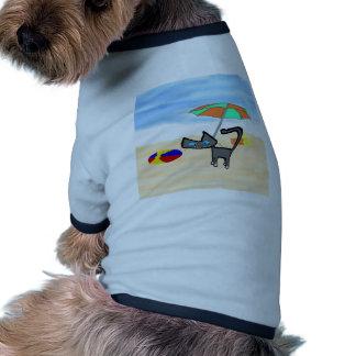 Juegos del gatito en la playa camisas de mascota