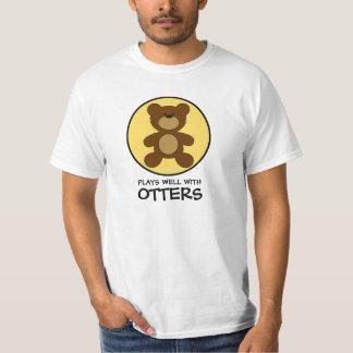 Juegos del oso de peluche bien con las nutrias playera