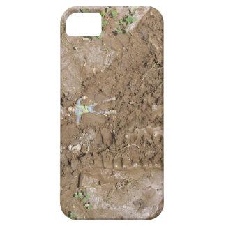 Juegue al hombre empujado en fango iPhone 5 Case-Mate protector