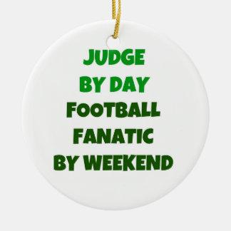 Juez del fanático del fútbol del día por fin de adorno navideño redondo de cerámica