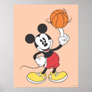 Jugador de básquet 1 de Mickey Mouse Póster