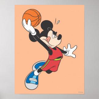 Jugador de básquet 2 de Mickey Mouse Póster