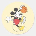 Jugador de básquet 3 de Mickey Mouse Etiqueta Redonda