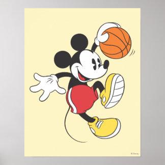 Jugador de básquet 3 de Mickey Mouse Póster