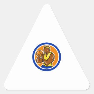 Jugador de básquet afroamericano que tira Cartoo Pegatina Trianguladas Personalizadas