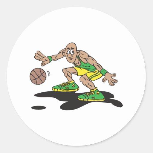jugador de básquet bajo del regate etiqueta