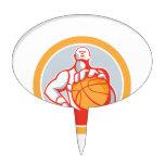 Jugador de básquet con el círculo de la bola retro figura de tarta