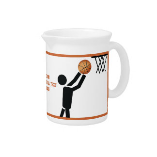 Jugador de básquet con personalizado de la bola jarras para bebida