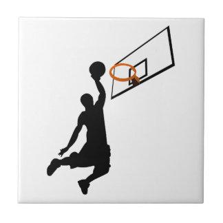 Jugador de básquet de la clavada de la silueta azulejo cuadrado pequeño