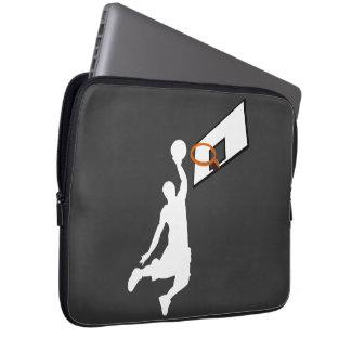 Jugador de básquet de la clavada - silueta blanca fundas portátiles