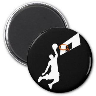 Jugador de básquet de la clavada - silueta blanca imán redondo 5 cm