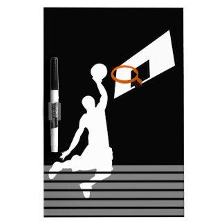 Jugador de básquet de la clavada - silueta blanca pizarra
