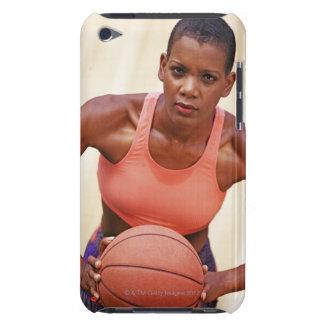 Jugador de básquet de la mujer iPod Case-Mate funda