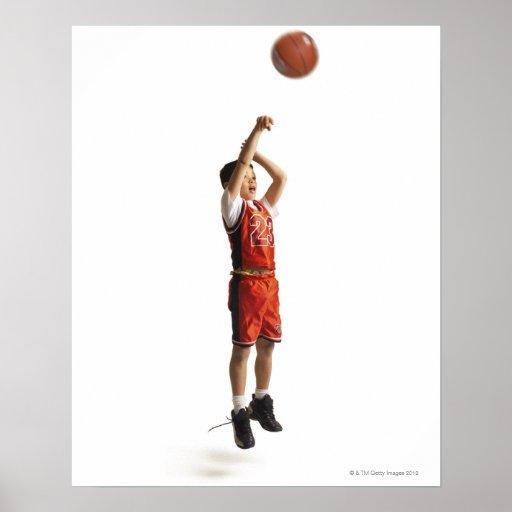 jugador de básquet de sexo masculino afroamericano posters