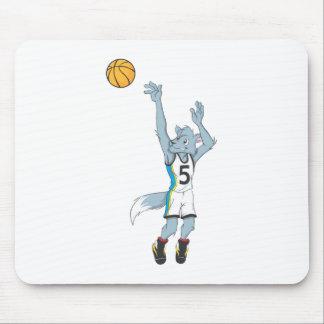 Jugador de básquet del lobo que hace un tiro mouse pad