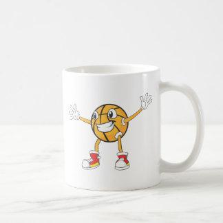 Jugador de básquet feliz en una posición de la def tazas