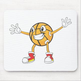 Jugador de básquet feliz en una posición de la tapete de ratón