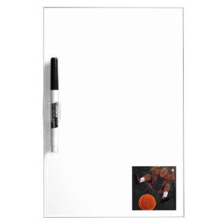 Jugador de básquet que hace clavada pizarras blancas