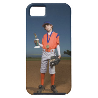 Jugador de béisbol con el trofeo y la medalla iPhone 5 carcasa