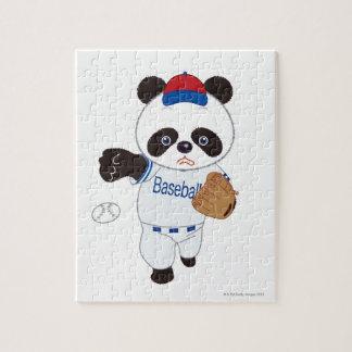 Jugador de béisbol de la panda que echa un béisbol puzzles con fotos