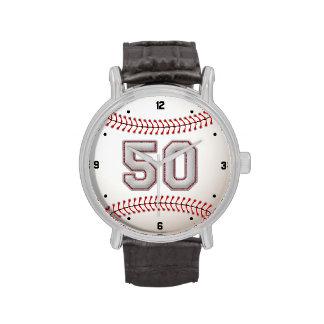 Jugador de béisbol fresco número 50 - mirada de la reloj