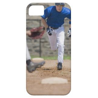 Jugador de béisbol que intenta robar la base iPhone 5 coberturas
