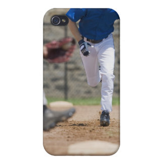 Jugador de béisbol que intenta robar la base iPhone 4/4S carcasas