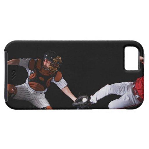 Jugador de béisbol que resbala dentro de una base iPhone 5 carcasas