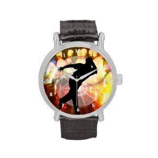 Jugador de bolos con la explosión de la huelga relojes de pulsera