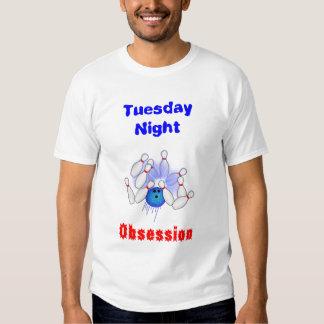 Jugador de bolos obsesionado de martes camisas