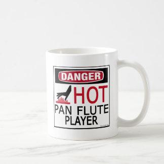 Jugador de flauta caliente de la cacerola taza básica blanca